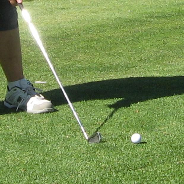 Golf-Teeing-Off-800